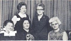 Dameforeningens styre Sittende fra venstre: Kitty Kile, Liv Martinsen, Kirsten Westerhagen Stående fra venstre: Ruth Bjørnsen, Svanhild Røssum.