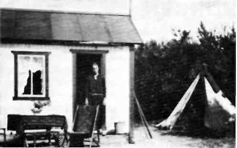 Hytte med tilbygg - et typisk kjøkken-telt