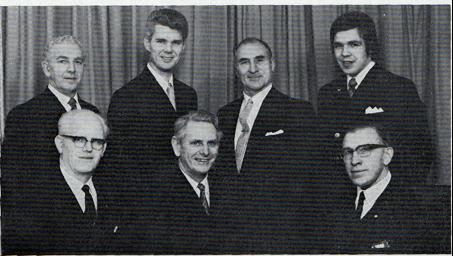 Styret i jubileumsåret i 1972: Sittende fra venstre: Gunnar Tollefsen, Kjell Martinsen, Arthur Aukner. Stående fra venstre: Rolf W. Gonella, Steinar Høymork, Eyolf Assmann, Ole Freddy Gjevang.