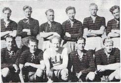 Fotball-laget 1947: Bak fra venstre: Bjørn Martinsen, Reidar Pettersen, Franck Flovild, Knut Larsen, Åge Hammergren, Erling Nilsen. Foran fra venstre: Gunnar Arnhjell, John Gulliksen, Knut Sundby, Egil Jacobsen, Tore Sundby.
